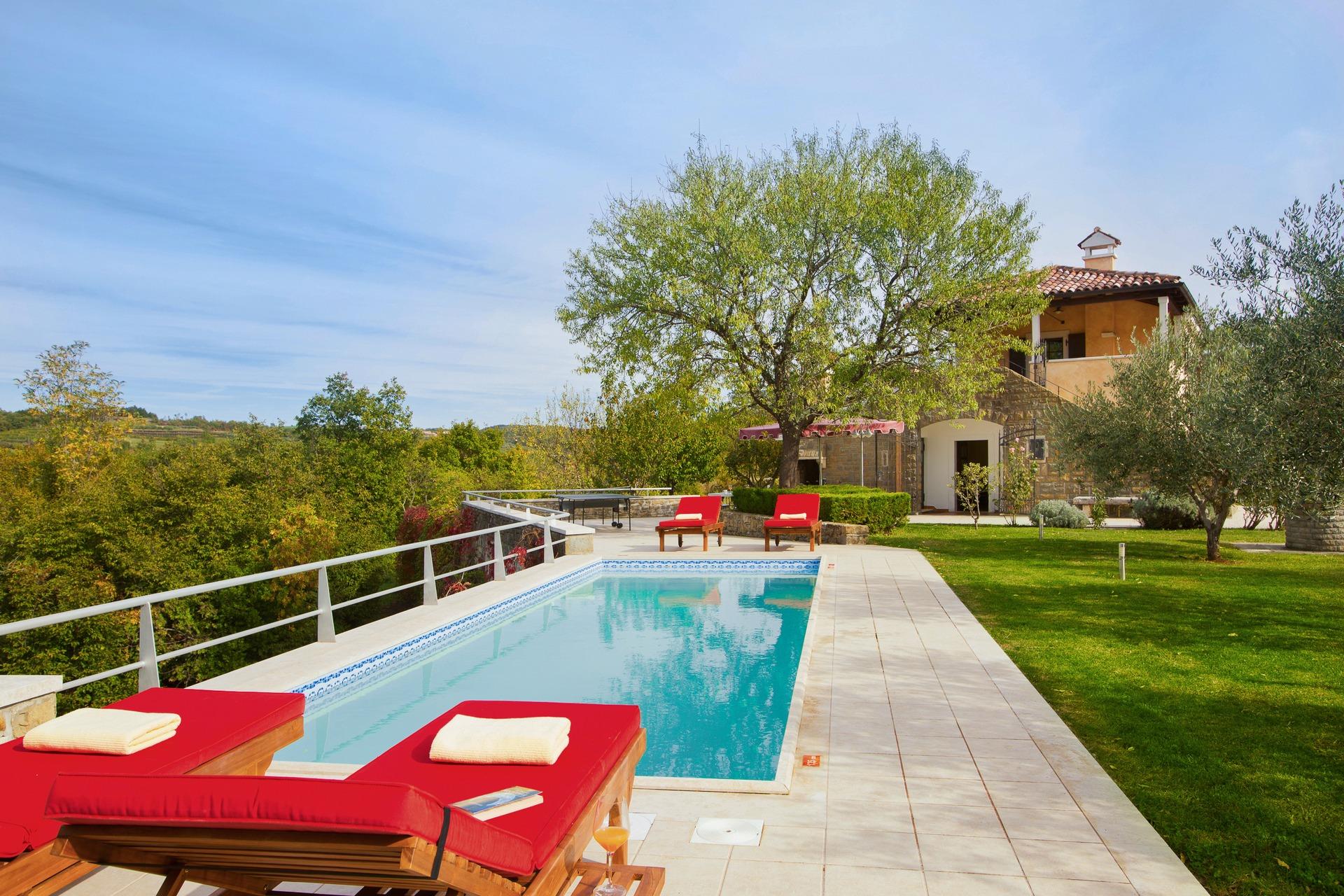 Swimming pool at Villa Momiano