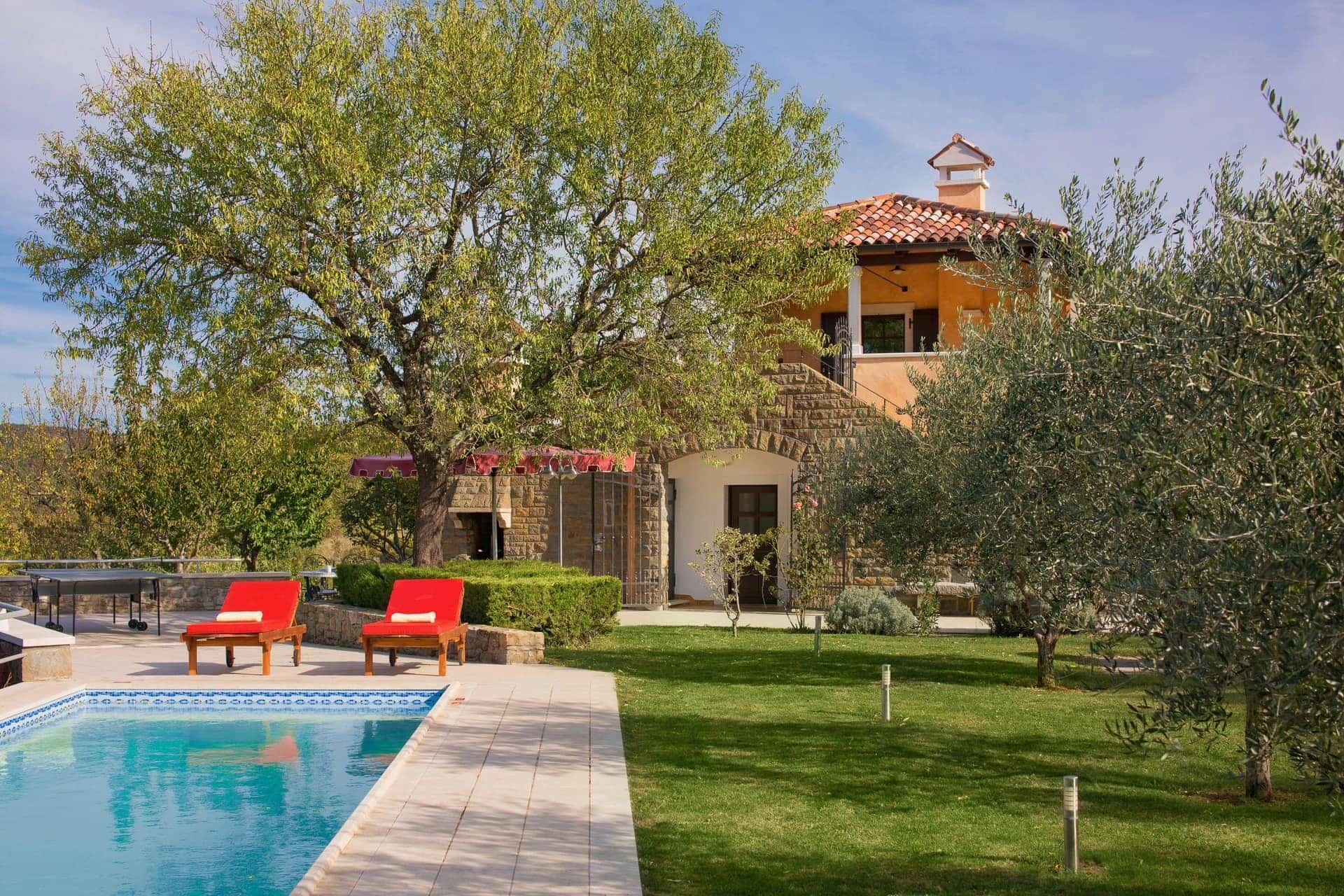 Swimming pool and garden at Villa Momiano